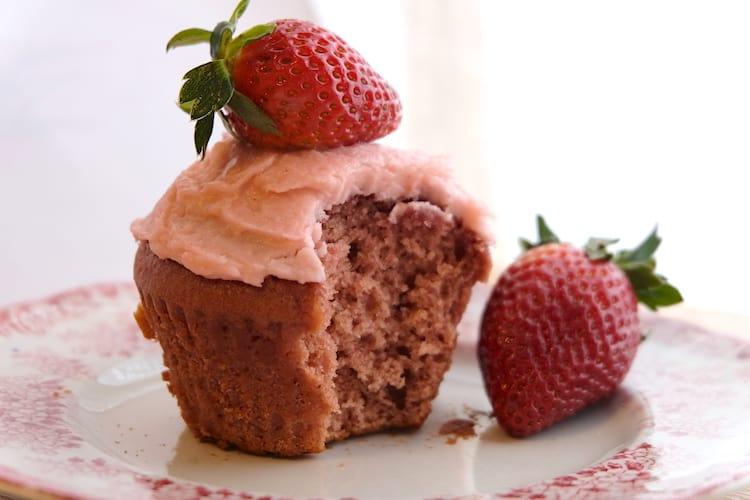 Homemade vegan strawberry cupcakes recipe all natural with fresh strawberries.