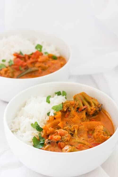 Vegan Curry Recipes - chickpea curry, potato curry, thai curry, vegan curry, vegetarian curry, instant pot curry #vegancurry #chickpeacurry #vegancurryrecipes #lentilcurry